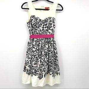 Elle Women's Dress Size 4  Black Beige